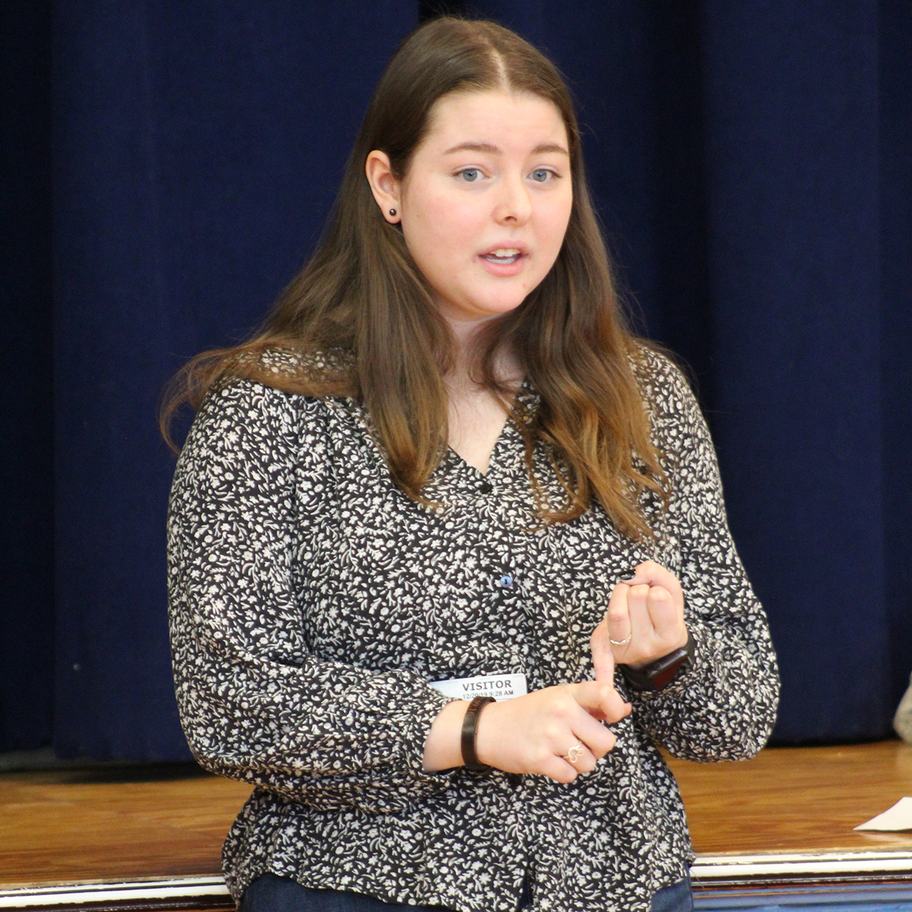 Alumna Rachel Jung talks with students